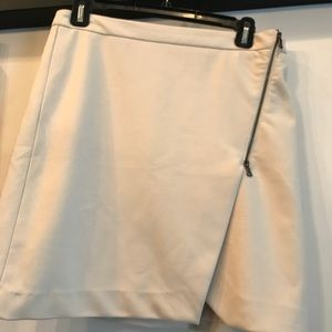 Cream Side Zip Skirt with slit—size 6